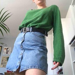 American vintage tröja nypris 900kr. Oversized och passar inprincip alla storlekar. Skitsnygg färg och vintagevibe men är tyvärr lite stor för mig. Passar bra med ett coolt bälte! Pris kan diskuteras och skriv om ni vill ha mer bilder!