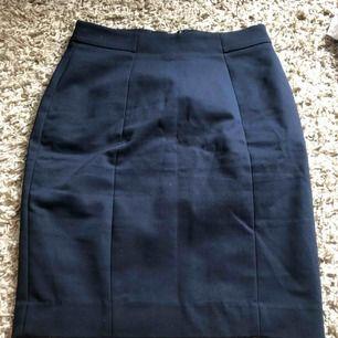 Kostym kjolar från hm sitter som en smäck 🤩 båda kjolarna för 150kr kan diskuteras
