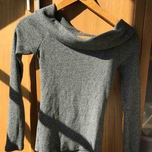 Långärmad tröja från ginatricot. Jätte skön. Säljer pga att den inte kommer till användning