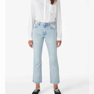 Sååå snygga jeans i perfekt färg. Säljes då jag känner att dom e aningen små i storleken o därmed inte sitter super snyggt på just mig, i perfekt skick!  motsvarar nog en M ungefär. Köpta nyligen för 400kr  Frakt: 80kr