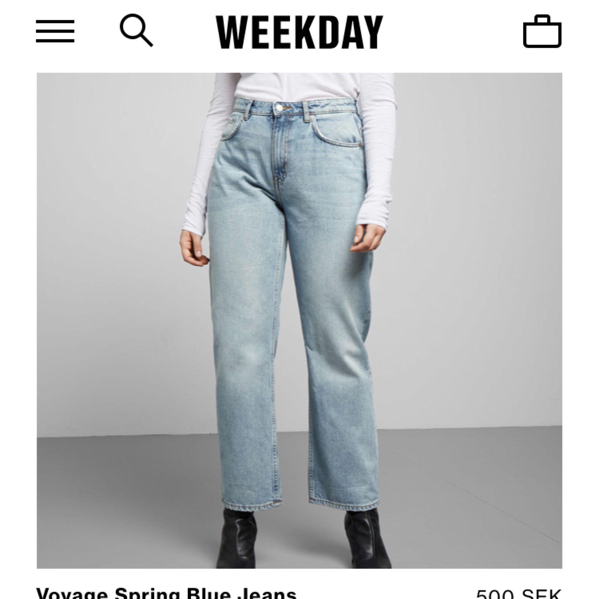 Säljer dessa sjukt populära jeans ifrån Weekday i modellen Voyage i färgen spring blue, Som Nya!!! . Jeans & Byxor.