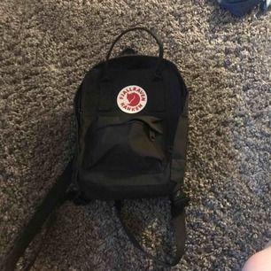 En väska från fjällräven/kånken som nästan är oanvänd,köparen står för frakt!