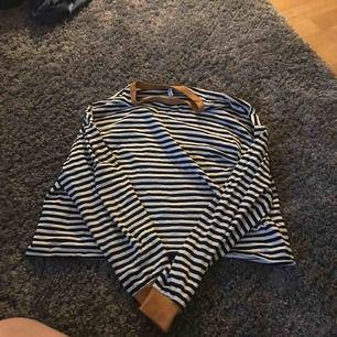 En tröja från hm som är använd 2 gånger,köparen står för frakt