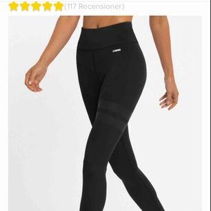 Svarta stronger tights med sido märket lite borta. Strl M