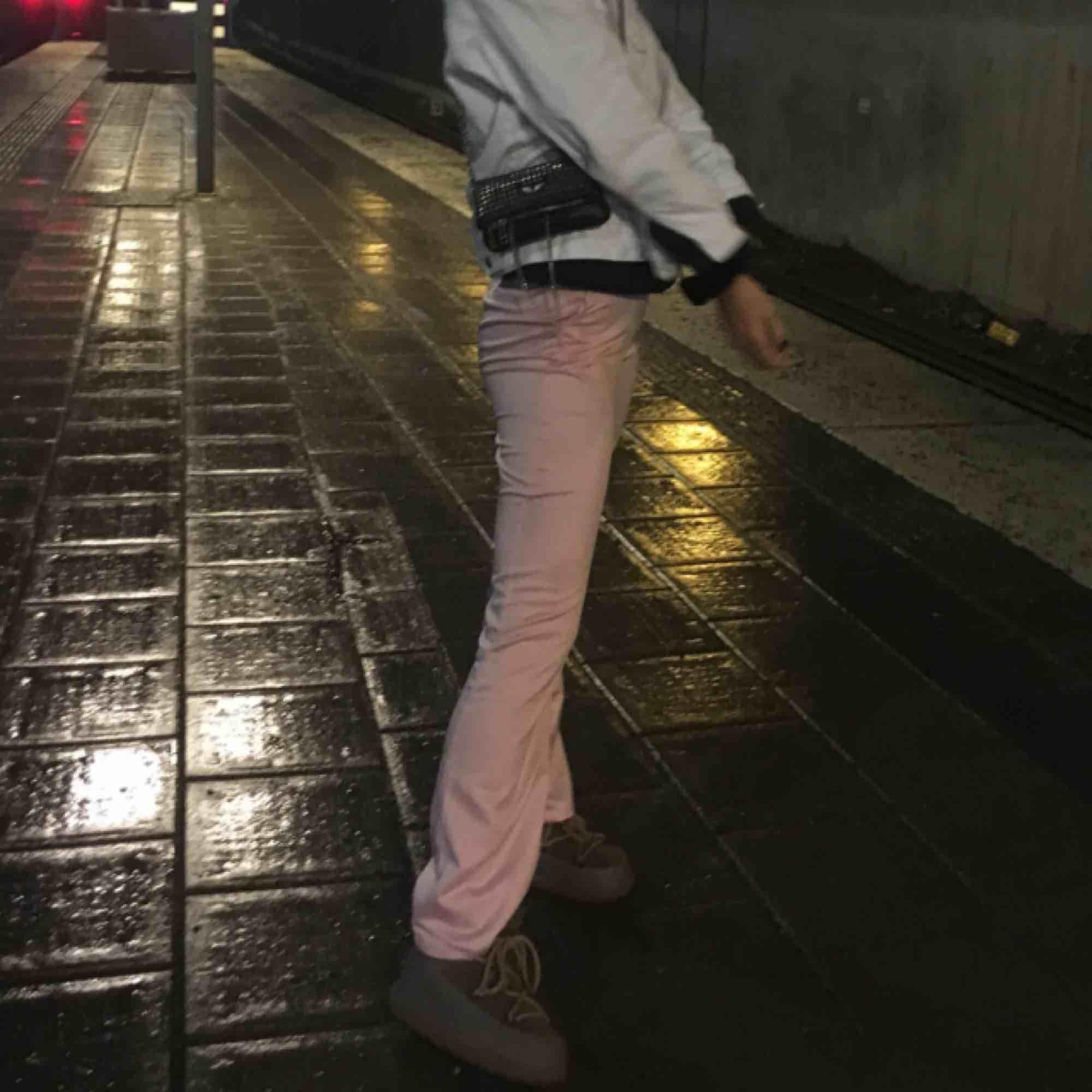 Sælger disse vidunderlige bukser i pulverrosa fra NAKD, de bruges ca. 2 gange og er et yndlingsbeklædningsgenstand i garderobeskabet, som desværre ikke er kommet til at bruge: (kan møde i Sthlm eller fragt) kan selvfølgelig gå ned i pris på hurtigbutik. Jeans & bukser.