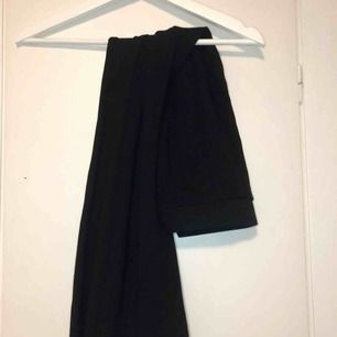 Svarta bootcut mjukisbyxor från Cubus i storlek S!  Tjockt material och riktigt bekväma 😻  Kontakta mig vid intresse eller frågor!
