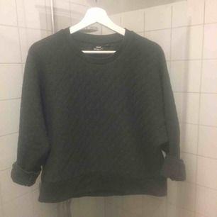 Lite oversized tröja i str S.  Priset 200kr (Frakt ingår eller upphämtning i Malmö)