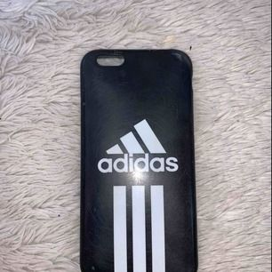Säljer detta skal från Adidas för 35 kr. Är tillför IPhone 6/6S men passar även IPhone 7 och 8.