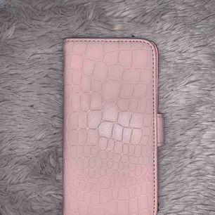Säljer detta plånbok skal för 39 kr. Är tillför IPhone 6/6S men passar även IPhone 7 och 8.