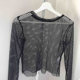 Skitcool fishnet tröja från bershka i storlek S. Den funkar både för dig själv med en snygg bralette under och med en cool T-shirt över. Köparen står för eventuell frakt!