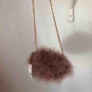Fluff rosa Väska från tiamo💕 Knappast använd (prislapp kvar) Står ej för frakt