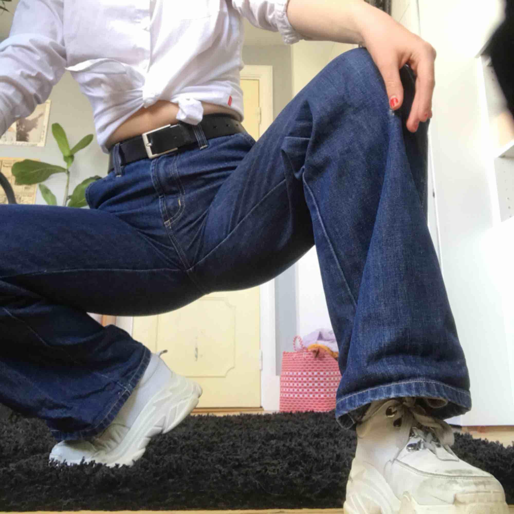 LÄGG BUD! Vintage Ace jeans från Pepe jeans London! Älskar dessa Jenssen men har tyvärr aldrig använt dom pga har många liknande. Perfekt skick förutom ett litet hål i höger ben (syns på bilden). Skriv till mig för fler bilder!! . Jeans & Byxor.
