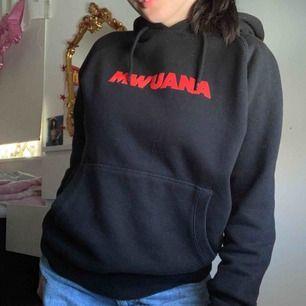 Mwuana hoodie , använd fåtal gånger ser ny ut
