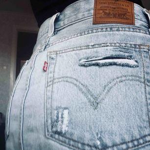 Supersnygg Levis kjol som jag köpte förra året på en Levis butik för 650kr och den är sparsamt använd!  (STL 28 motsvarar S,M)