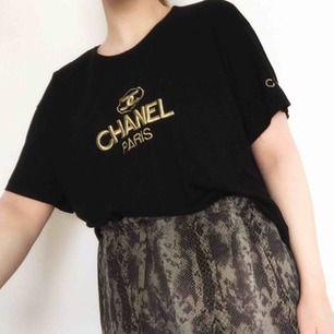 """ON HOLD! Säljs förmodligen 23/4   Tröja från """"Chanel"""", frakt 40 eller avhämtning i Stockholm."""