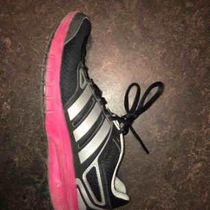 Adidas löparskor storlek 38 2/3