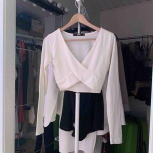 Knappt använd tröja som tyvärr har blivit lite norpig. I priset ingår även frakt! :)