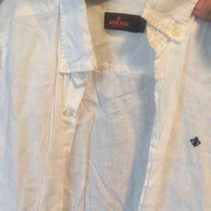 Mycket fin linneskjorta från Morris i kanon skick.  Storlek 38.