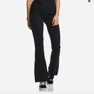 Säljer mina svarta Carrie byxor i strl M pga kommer ej till användning! Helt nya och köpta på Cubus.  Frakt tillkommer och tar endast emot swish