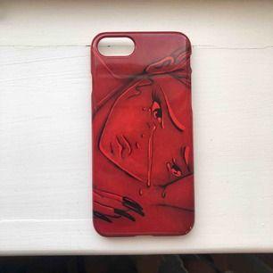 Säljer det här jättefina skalet som jag designat själv! Säljer pga beställde 2. Skalet är för iPhone 8 men passar även för 6 och 7:)) Nypris 300kr