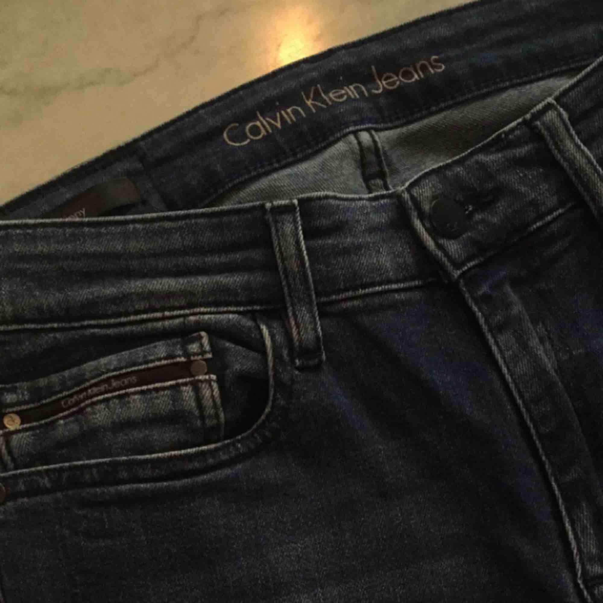 Mycket fina jeans från Calvin Klein i nyskick använda 2 gånger. . Jeans & Byxor.