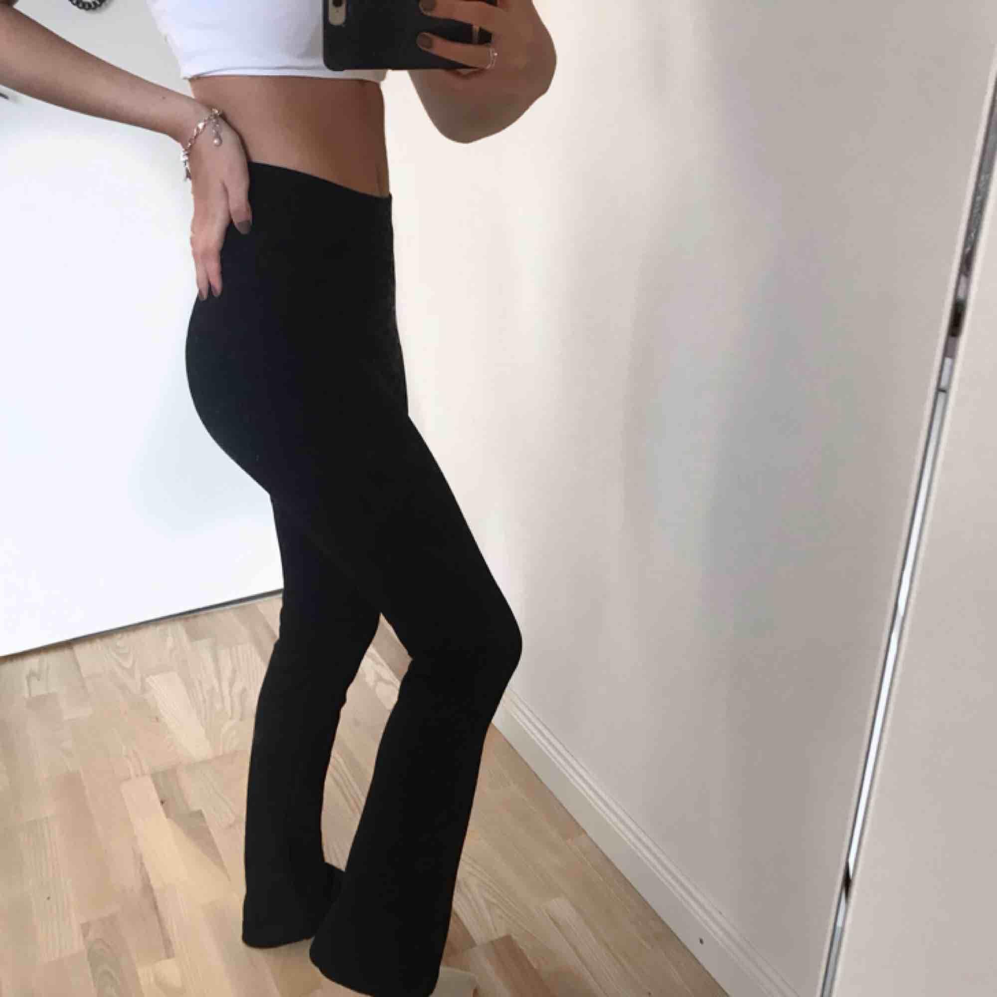 Bootcut tights från Gina tricot , nyskick !. Jeans & Byxor.