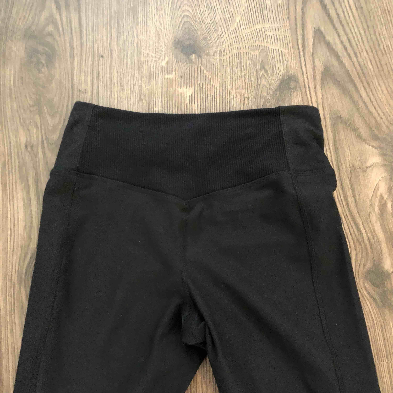 Svarta träningstajts från Nike. Aldrig använda! Super sköna och dessutom framhäver rumpan! . Jeans & Byxor.