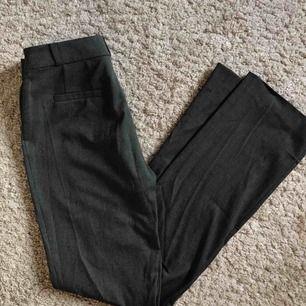 Stilrena kostymbyxor från Nelly.com!🌺🌼 Säljs på grund av att de är lite för små, och har därför knappt används!