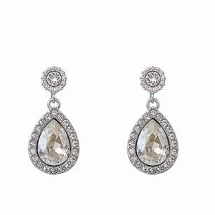 Jätte fina Lilly and rose örghängen i modellen MISS AMY EARRINGS – CRYSTAL. Nypris- 395kr! Säljer pga att det ej kommer i användning, har nu mera guld smycken:/
