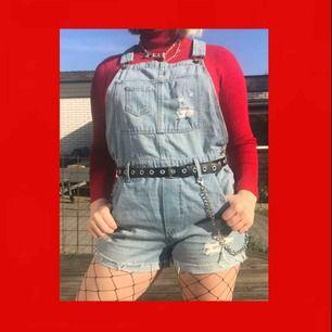 Jättefina overaller från H&M! Skulle passa jättebra nu till sommaren! Knappt använda då har köpt andra;) Frakten ingår i priset🌸🌸