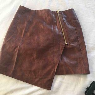 Snygg läder kjol från hm med dragkedja