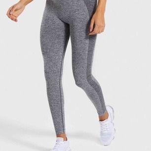 Gymshark tights i storlek S. Köpta för 600 kr men bara använt en gång pga fel storlek. Hör sv er om ni ör intresserade💕