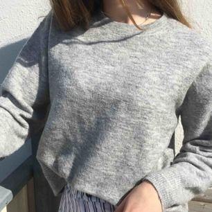 Jätte mysig tröja i fint skick! Kan mötas upp i Sthlm eller frakta (jag tar swish)☺️💕