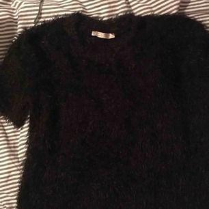Jätte snygg o skön tröja från Zara som är ganska kort. Kan mötas upp i Sthlm eller frakta☺️💕