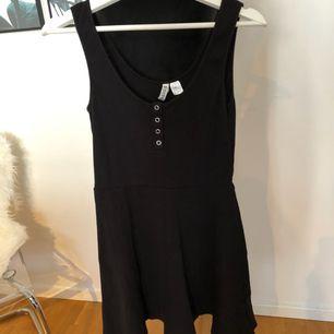 Bekväm kort klänning från H&M, Skickas mot fraktkostnad 39kr