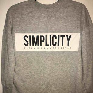 Sweatshirt i tunnare modell från Gina tricot. Smal/tajt i ärmarna.