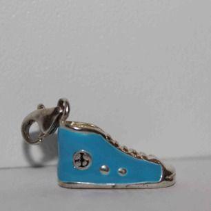 Berlock från Thomas Sabo i form av en sneaker. Några år gammal, inte från de senaste kollektionerna men i bra skick.