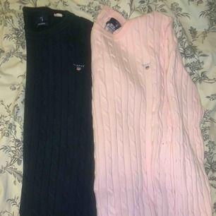 Kabelstickade gant tröjor i marinblå och rosa. 500 för båda eller 200 st inklusive frakt