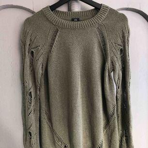 Fin tröja från River Island. Använd 2 gånger.  Stl XS, passar även mig som har Stl S.