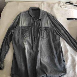 En skjorta från carlings , som ny och priset kan alltid diskuteras är öppen för allt