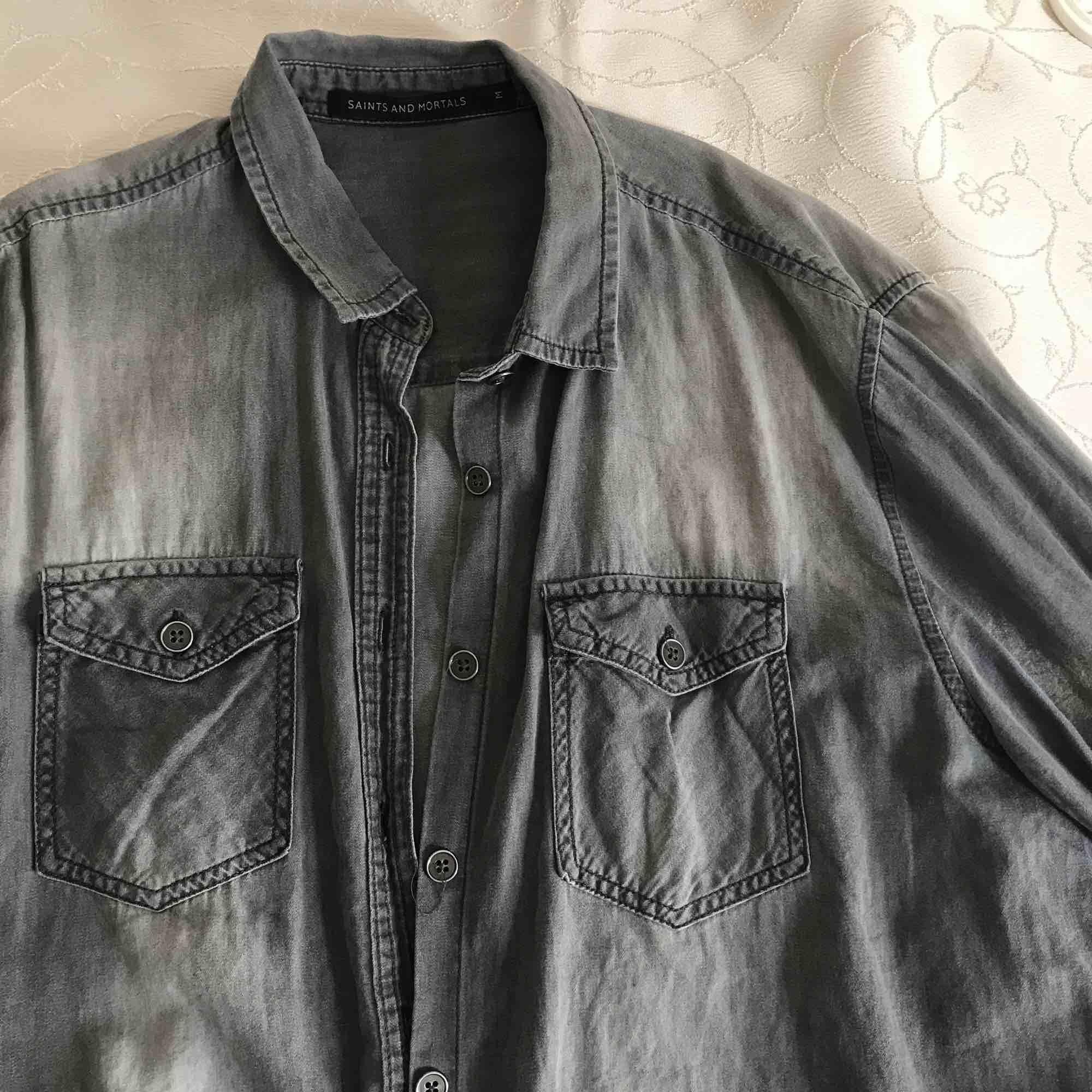En skjorta från carlings , som ny och priset kan alltid diskuteras är öppen för allt. Skjortor.