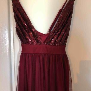 Fin balklänning som Aldrig använts! Passar XS-S. Bra kvalité och perfekt skick! Frakt tillkommer om den ska skickas.