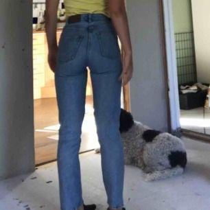 Mom jeans från monki, sparsamt använda men säljes pga de ej passar längre.