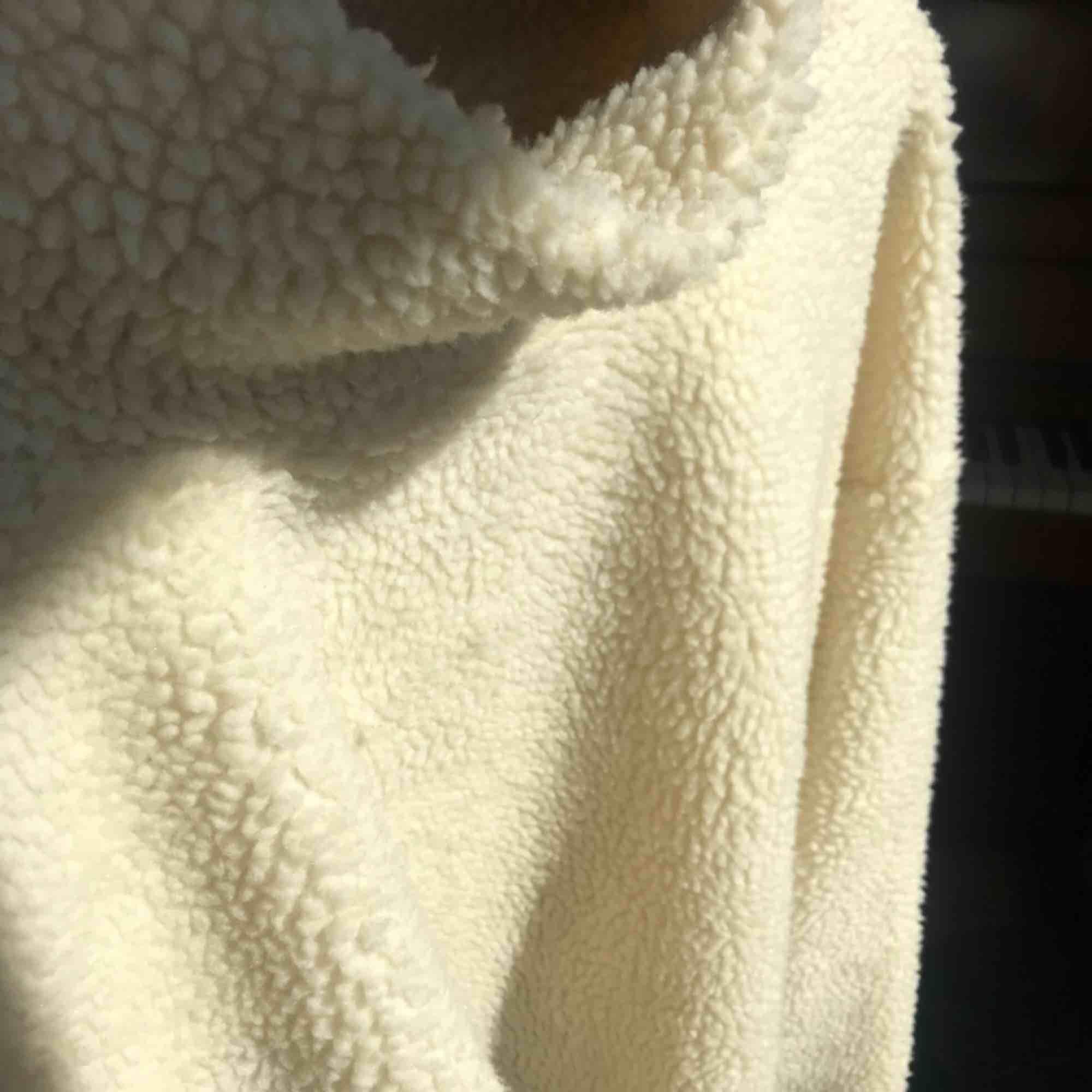 Världens mysigast tröja från bikbok. Strl L men passar mig som har S oversized. Mkt fint skick, bara lite nopprig på insidan men det är inget som syns utifrån. Pris kan diskuteras, frakt betalas av köpare ✨. Huvtröjor & Träningströjor.