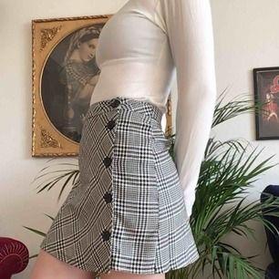 Kjol från urban outfitters 🌹