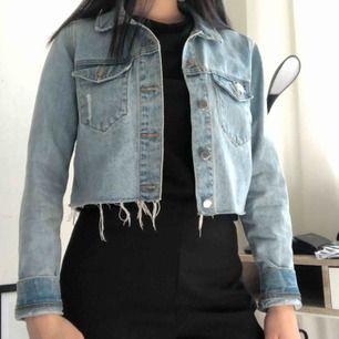 Snygg cropped jeansjacka från DrDenim. Nyskick. Frakt tillkommer