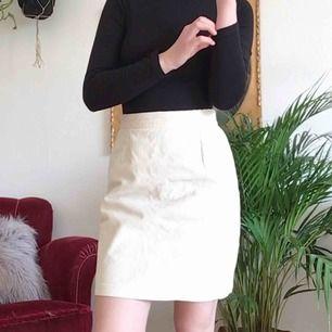 Superfin vit manchester kjol. Mycket 70-tals känsla 🕊