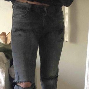 Rivna svarta byxor, kan skicka fler bilder och priset går alltid att diskutera