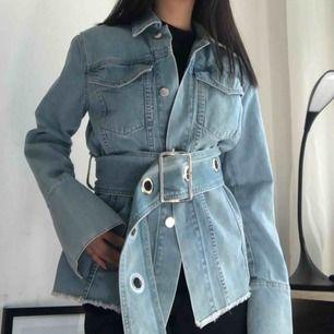 Asball jeansjacka från NA-KDbsom tyvärr är för häftig för mig. Storleken är 32 men passar även 34. Frakt tillkommer