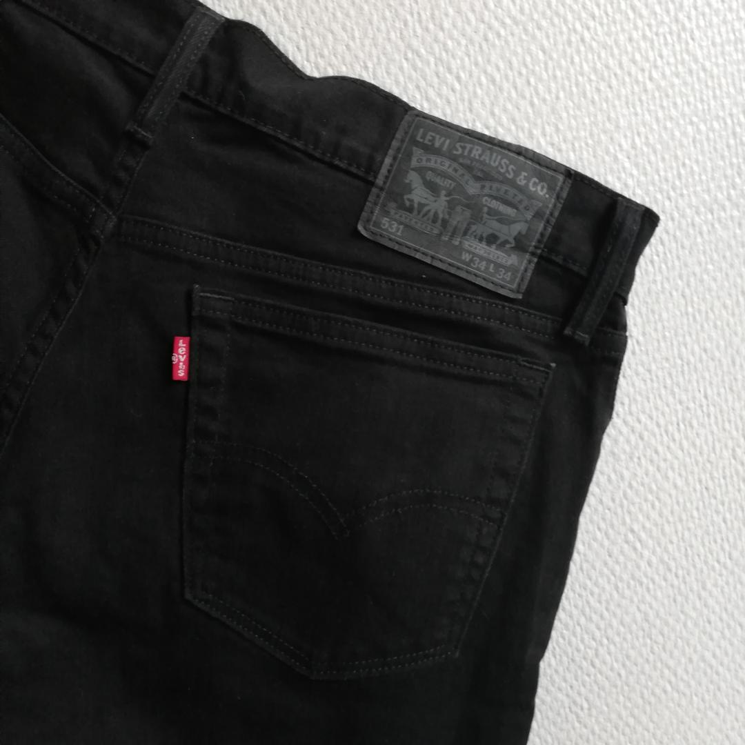 Levi's svarta vintage jeans i stl 34/34 köpta secondhand. Modell 531. Frakt 63 kr. . Jeans & Byxor.